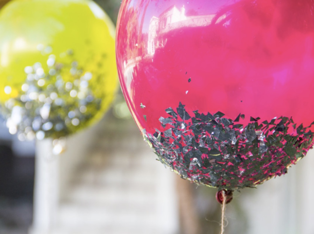 How to make diy glitter dipped balloons for Glitter balloon bowl