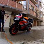 Can You Dry Your Motorcycle With a Leaf Blower? Yes you can!