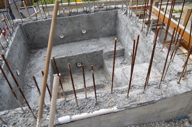 Poured-concrete-hot-tub-walls-1