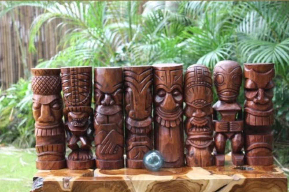 style hawaii tiki totems